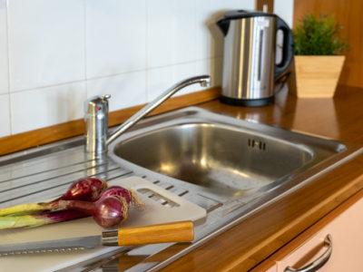 Dettaglio cucina monolocale Violetta