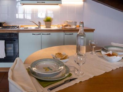 Tavola apparecchiata mansarda Residence Ferraud Pinerolo