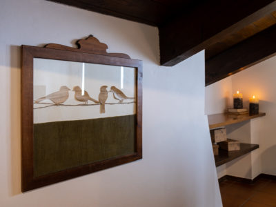 quadro uccellini di legno mansarda residence ferraud pinerolo