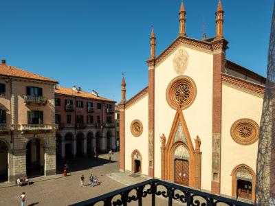 Vista facciata chiesa san donato e piazza